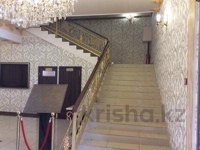 Здание, площадью 830 м², Микрорайон Степной-1 за 260 млн 〒 в Караганде, Казыбек би р-н — фото 2