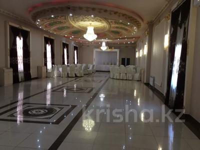 Здание, площадью 830 м², Микрорайон Степной-1 за 260 млн 〒 в Караганде, Казыбек би р-н — фото 4