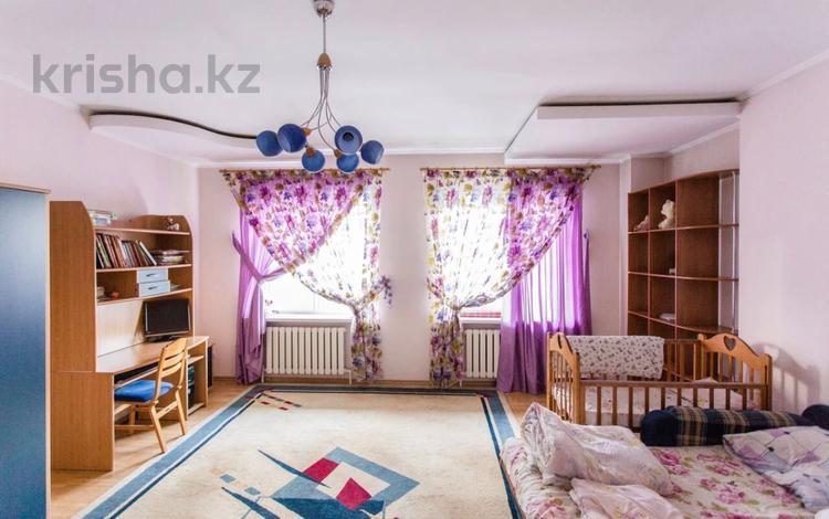 4-комнатная квартира, 300 м², 5/6 этаж, Курмангазы за 130 млн 〒 в Алматы, Алмалинский р-н