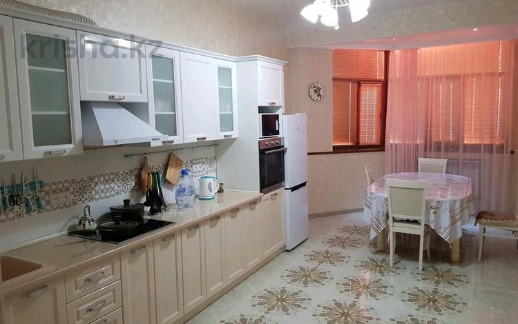 2-комнатная квартира, 90 м², 11/14 этаж помесячно, 17-й мкр за 250 000 〒 в Актау, 17-й мкр
