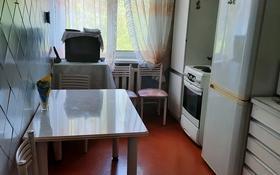 5-комнатная квартира, 88 м², 3/11 этаж на длительный срок, улица Казахстан 64 за 130 000 〒 в Усть-Каменогорске