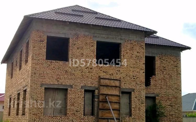 8-комнатный дом, 300 м², 8 сот., Каскелен. Женис за 19.5 млн 〒 в Алматинской обл.