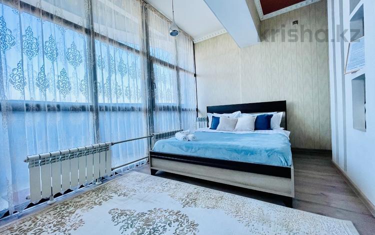 1-комнатная квартира, 55 м², 11/16 этаж посуточно, Айманова — Мынбаева за 13 000 〒 в Алматы, Бостандыкский р-н