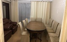 3-комнатная квартира, 70 м², 2/5 этаж помесячно, Курмангазы за 150 000 〒 в Уральске