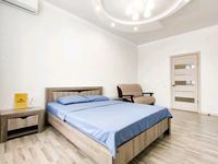 1-комнатная квартира, 43 м², 2/7 этаж посуточно, мкр. Батыс-2, Сактагана Баишева 7Ак4 — Алии Молдагуловой за 9 000 〒 в Актобе, мкр. Батыс-2