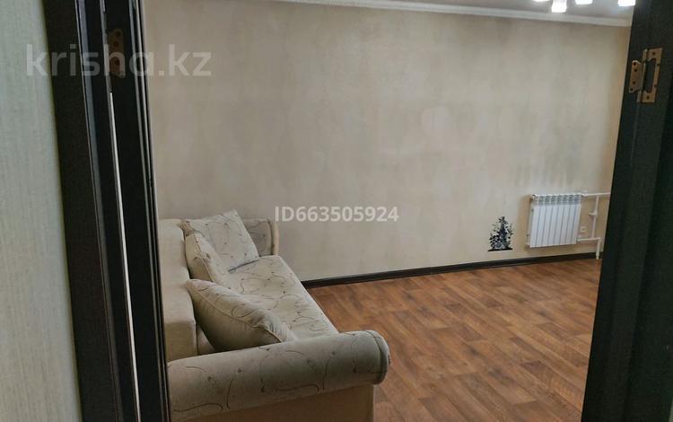 3-комнатная квартира, 63 м², 2/2 этаж, мкр Городской Аэропорт за 15.5 млн 〒 в Караганде, Казыбек би р-н