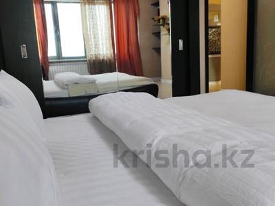 2-комнатная квартира, 65 м², 13/17 этаж посуточно, Абая 150/230 за 16 000 〒 в Алматы