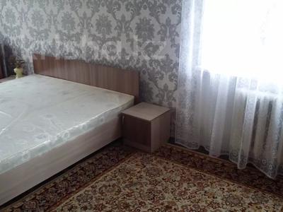 3-комнатная квартира, 68 м², 2/5 этаж помесячно, Ермекова 4 за 100 000 〒 в Караганде, Казыбек би р-н — фото 3