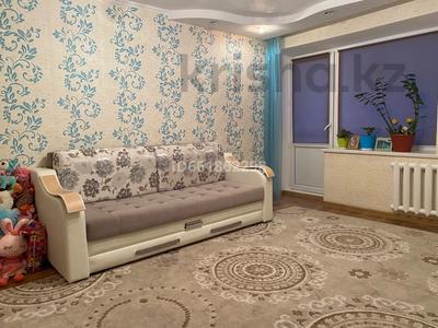 3-комнатная квартира, 62 м², 8/9 этаж, 4 мкр 32 за 13.8 млн 〒 в Уральске