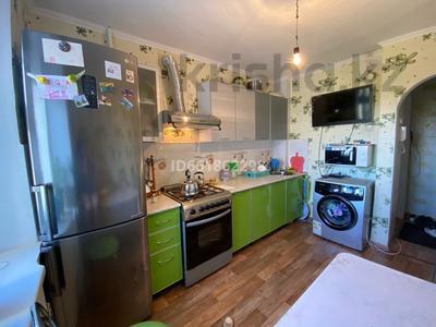 3-комнатная квартира, 62 м², 8/9 этаж, 4 мкр 32 за 13.8 млн 〒 в Уральске — фото 10