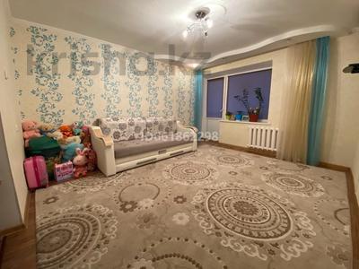 3-комнатная квартира, 62 м², 8/9 этаж, 4 мкр 32 за 13.8 млн 〒 в Уральске — фото 2