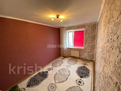 3-комнатная квартира, 62 м², 8/9 этаж, 4 мкр 32 за 13.8 млн 〒 в Уральске — фото 4