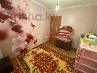 3-комнатная квартира, 62 м², 8/9 этаж, 4 мкр 32 за 13.8 млн 〒 в Уральске — фото 6