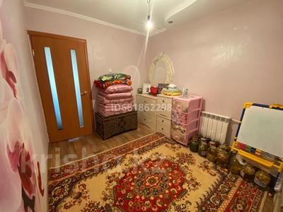 3-комнатная квартира, 62 м², 8/9 этаж, 4 мкр 32 за 13.8 млн 〒 в Уральске — фото 8