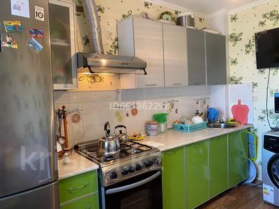 3-комнатная квартира, 62 м², 8/9 этаж, 4 мкр 32 за 13.8 млн 〒 в Уральске — фото 9