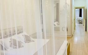 2-комнатная квартира, 100 м², 4/10 этаж посуточно, проспект Гагарина 309 — Аль-Фараби за 25 000 〒 в Алматы, Бостандыкский р-н