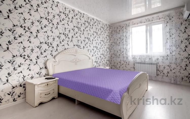 1-комнатная квартира, 50 м², 6/14 этаж посуточно, Сырым Датова 32/2 за 7 000 〒 в Уральске