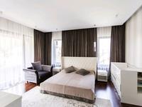 5-комнатный дом помесячно, 700 м²