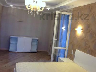 2-комнатная квартира, 90 м², 17/18 этаж помесячно, Розбакиева 289 за 230 000 〒 в Алматы — фото 5
