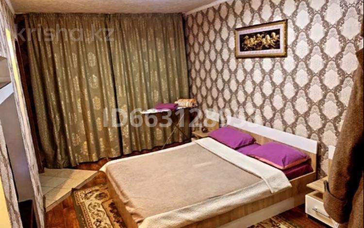 1-комнатная квартира, 38 м², 4/5 этаж посуточно, Виноградова 12 за 8 500 〒 в Усть-Каменогорске