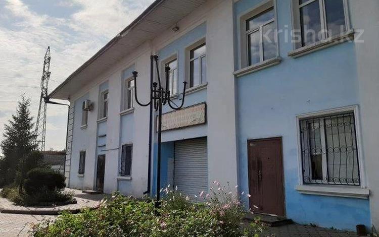 Здание, площадью 2884.3 м², Ул.Кабылбаева 29 за ~ 113.1 млн 〒 в Семее