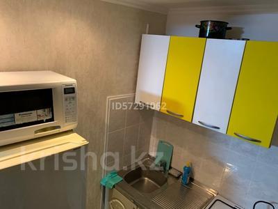 1-комнатная квартира, 36 м², 5/5 этаж помесячно, Абдирова 19 за 150 000 〒 в Караганде, Казыбек би р-н — фото 3