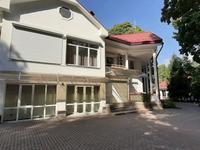 9-комнатный дом помесячно, 550 м², 25 сот.