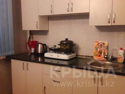 1-комнатная квартира, 42 м², 3/5 этаж посуточно, Кабанбай батыра 75/89 за 6 000 〒 в Талдыкоргане — фото 4