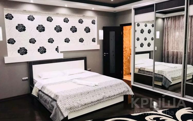 2-комнатная квартира, 100 м² по часам, Аль-Фараби 7 — Козыбаева за 3 500 〒 в Алматы