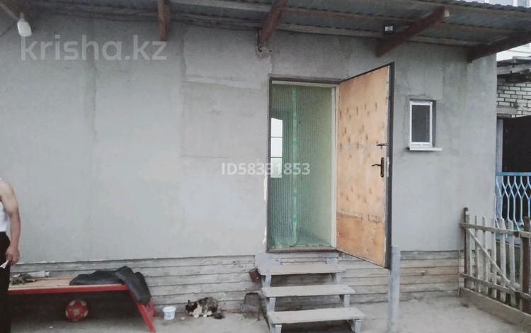 3-комнатная квартира, 64 м², 1/2 этаж, Дорожников 7 за 7 млн 〒 в Уральске