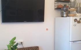 1-комнатная квартира, 36 м², 1/5 этаж посуточно, Братьев Жубановых 298/1 — 101 стрелковой бригады за 5 000 〒 в Актобе, мкр 8