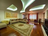 5-комнатная квартира, 298 м², 3/6 этаж помесячно