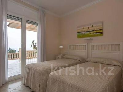 8-комнатный дом, 447 м², 10 сот., Calle de la basseta 1 за ~ 685.4 млн 〒 в Таррагоне — фото 35