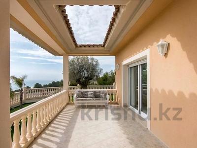 8-комнатный дом, 447 м², 10 сот., Calle de la basseta 1 за ~ 685.4 млн 〒 в Таррагоне — фото 36