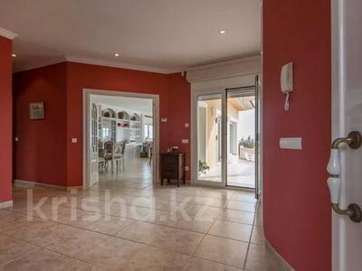 8-комнатный дом, 447 м², 10 сот., Calle de la basseta 1 за ~ 685.4 млн 〒 в Таррагоне — фото 5