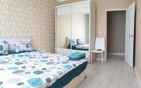 1-комнатная квартира, 50 м², 4/5 этаж посуточно, Мкр Нурсая 77 — Бейбарыс за 9 000 〒 в Атырау
