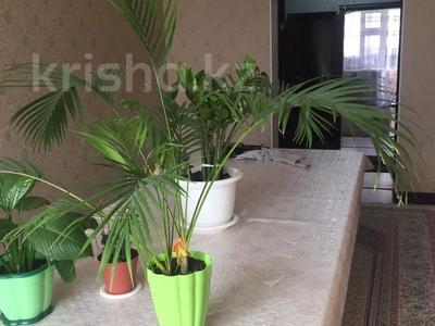 3-комнатная квартира, 72.2 м², 1/8 этаж, Бокенбай батыра 155/7 за 16 млн 〒 в Актобе — фото 2