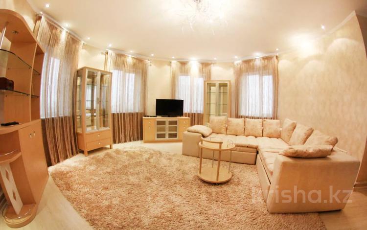 2-комнатная квартира, 80 м² посуточно, Навои 208 — Рыскулбекова за 12 000 〒 в Алматы, Бостандыкский р-н