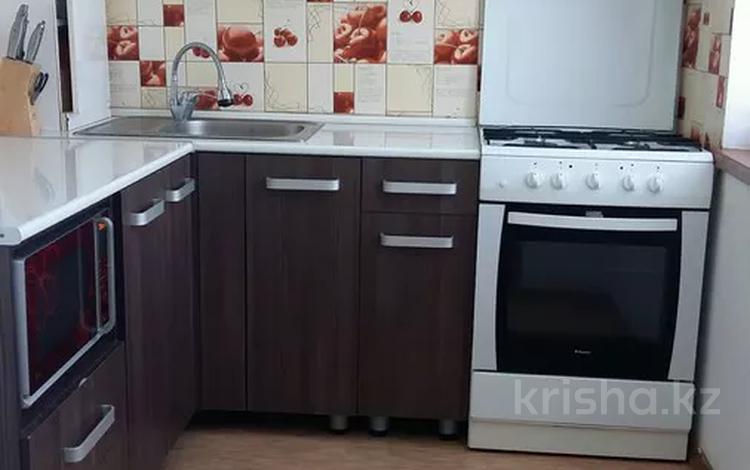 3-комнатная квартира, 58 м², 5/5 этаж, Республики 37 за 15.5 млн 〒 в Шымкенте, Аль-Фарабийский р-н