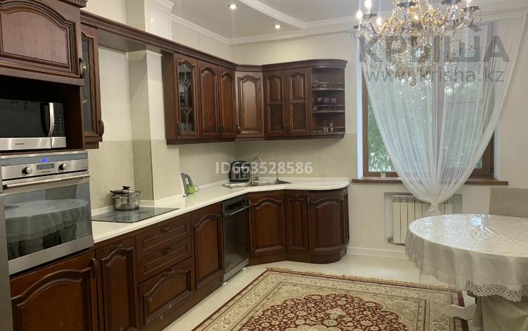 4-комнатная квартира, 164 м², 2/10 этаж помесячно, Ташенова 8 за 350 000 〒 в Нур-Султане (Астана), р-н Байконур