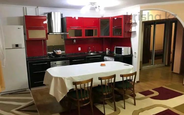 3-комнатная квартира, 80 м², 2/5 этаж посуточно, Самал 21 за 12 000 〒 в Талдыкоргане
