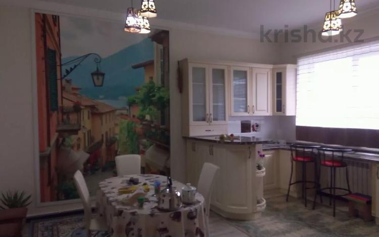 8-комнатный дом, 240 м², 11 сот., Кирпичный за 42 млн 〒 в Актобе