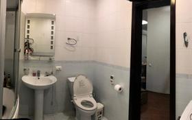 3-комнатная квартира, 93 м², 7/15 этаж помесячно, Жазылбека 20 за 230 000 〒 в Алматы