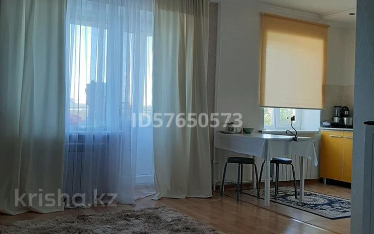 1-комнатная квартира, 30 м², 5/5 этаж, проспект Каныша Сатпаева 8 за 7.5 млн 〒 в Атырау