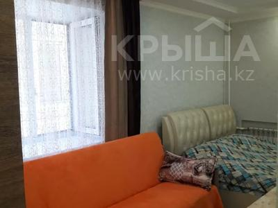 1-комнатная квартира, 28 м², 2/4 этаж посуточно, Бухар Жырау 72 — Комисарова за 7 000 〒 в Караганде, Казыбек би р-н
