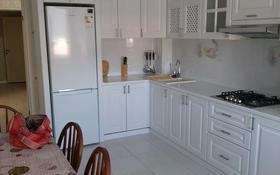 3-комнатная квартира, 120 м², 3/5 этаж помесячно, проспект Тауелсиздик 12/2 за 250 000 〒 в Актобе, мкр. Батыс-2