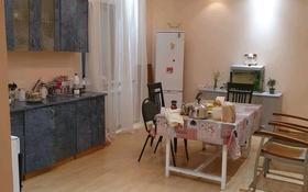 4-комнатный дом помесячно, 210 м², 8 сот., Калкаман-2 за 350 000 〒 в Алматы