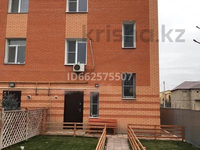 5-комнатный дом, 200 м², 3 сот., мкр Атырау 11 за 38 млн 〒