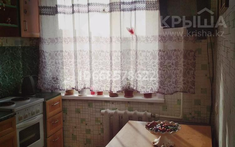 4-комнатная квартира, 61 м², 3/5 этаж, мкр Майкудук, 18й микрорайон 9 за 17 млн 〒 в Караганде, Октябрьский р-н