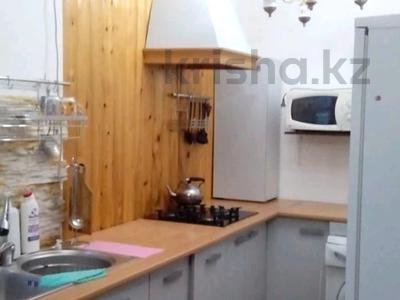 1-комнатная квартира, 70 м², 8/8 этаж помесячно, Алтын аул 7 за 90 000 〒 в Каскелене